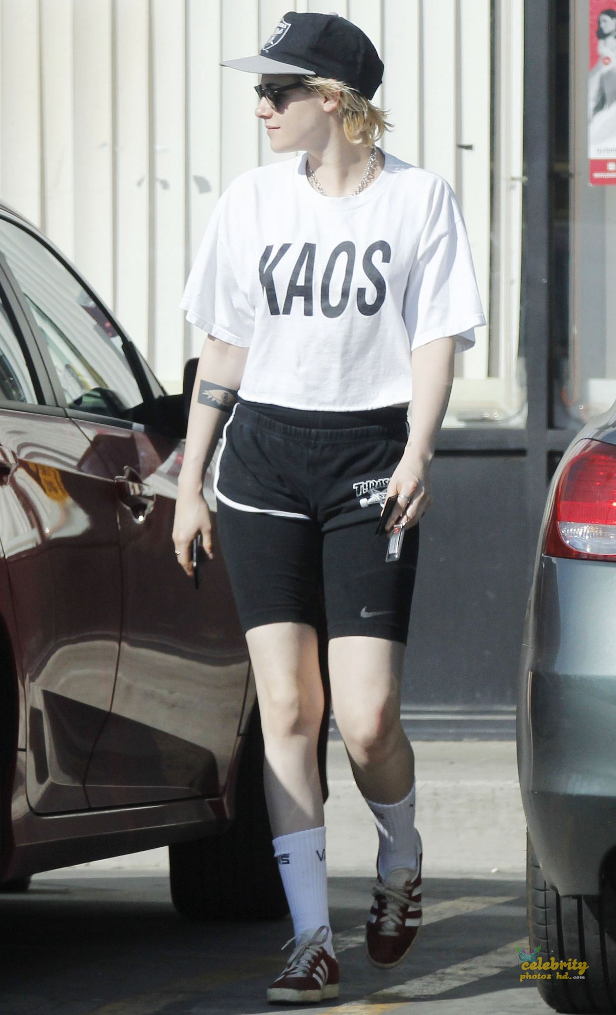 KRISTEN STEWART Out and About in Los Angeles (3)