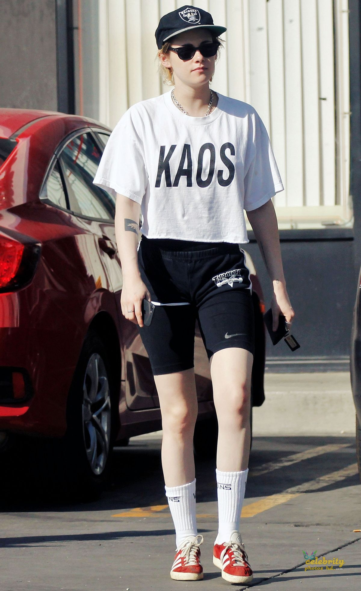 KRISTEN STEWART Out and About in Los Angeles (4)