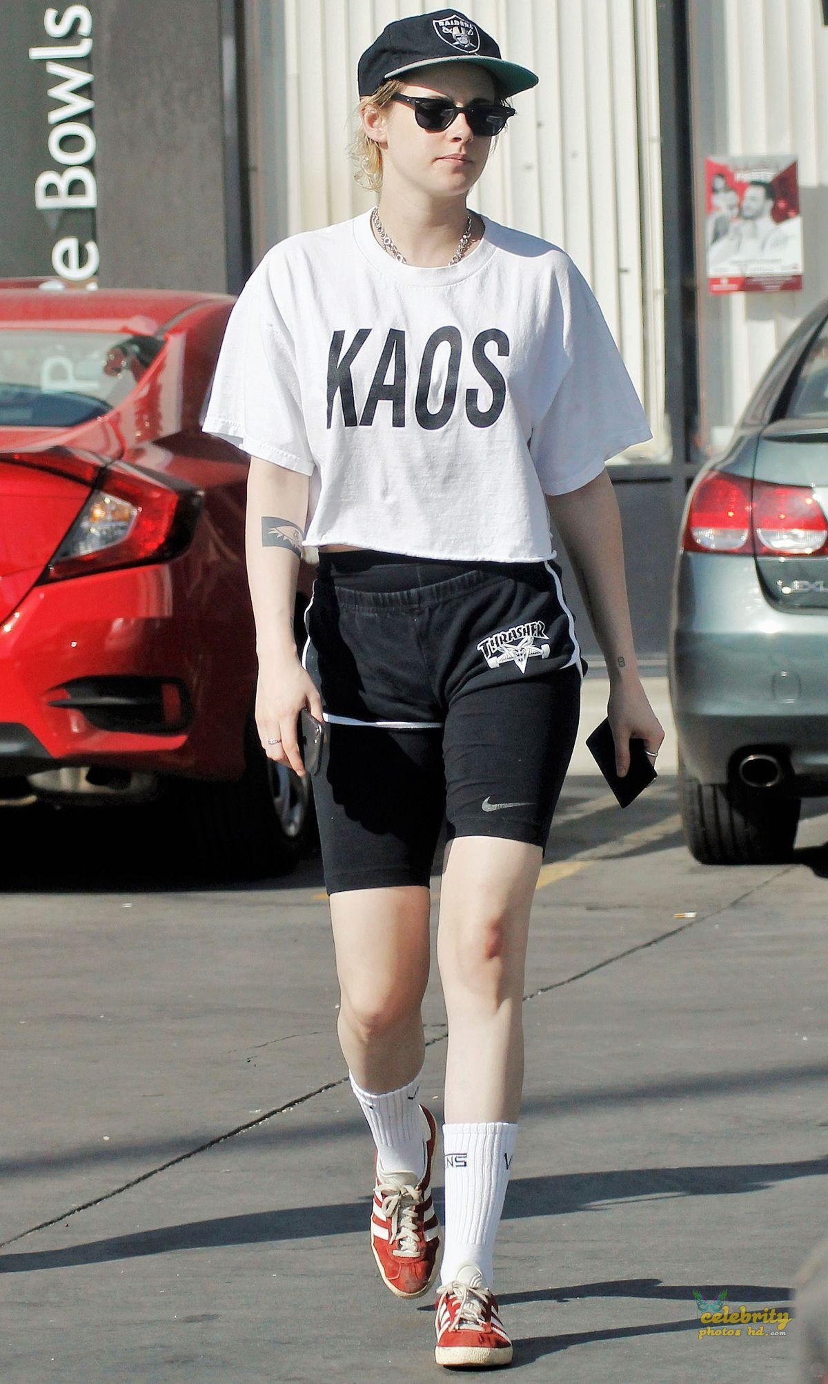 KRISTEN STEWART Out and About in Los Angeles (5)