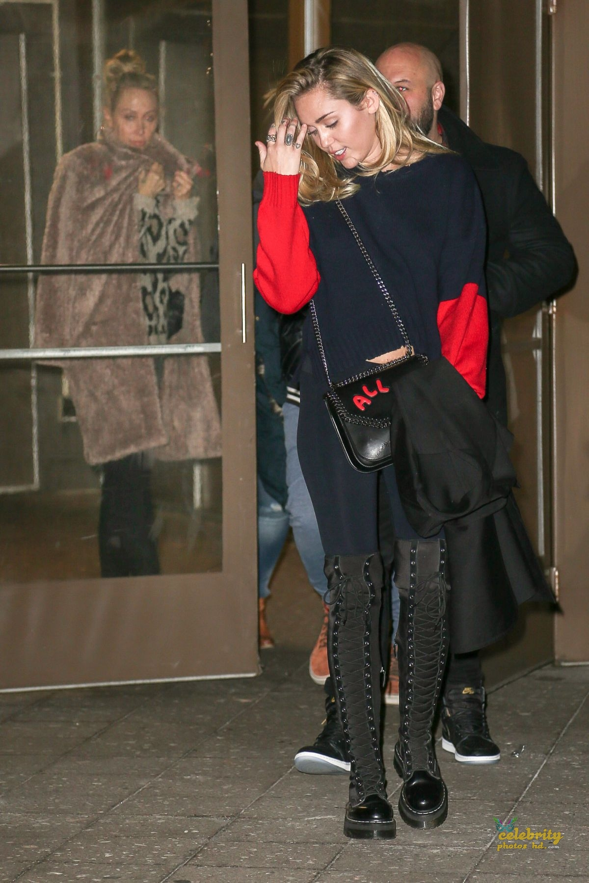 MILEY CYRUS Leaves Madison Square Garden in New York (4)
