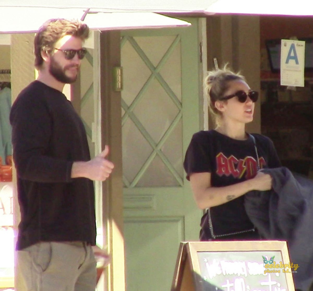 MILEY CYRUS and Liam Hemsworth Out for Lunch in Malibu (2)