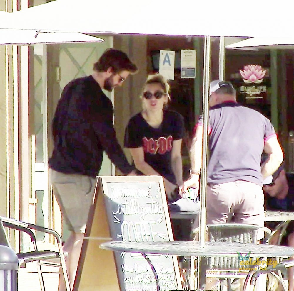 MILEY CYRUS and Liam Hemsworth Out for Lunch in Malibu (3)