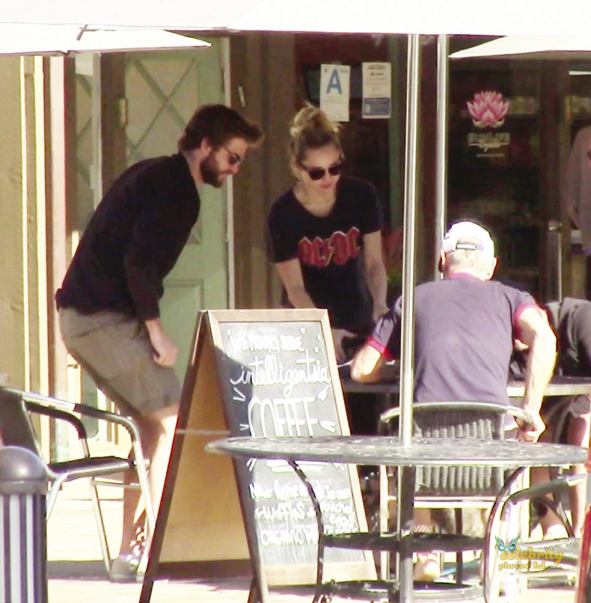 MILEY CYRUS and Liam Hemsworth Out for Lunch in Malibu (4)
