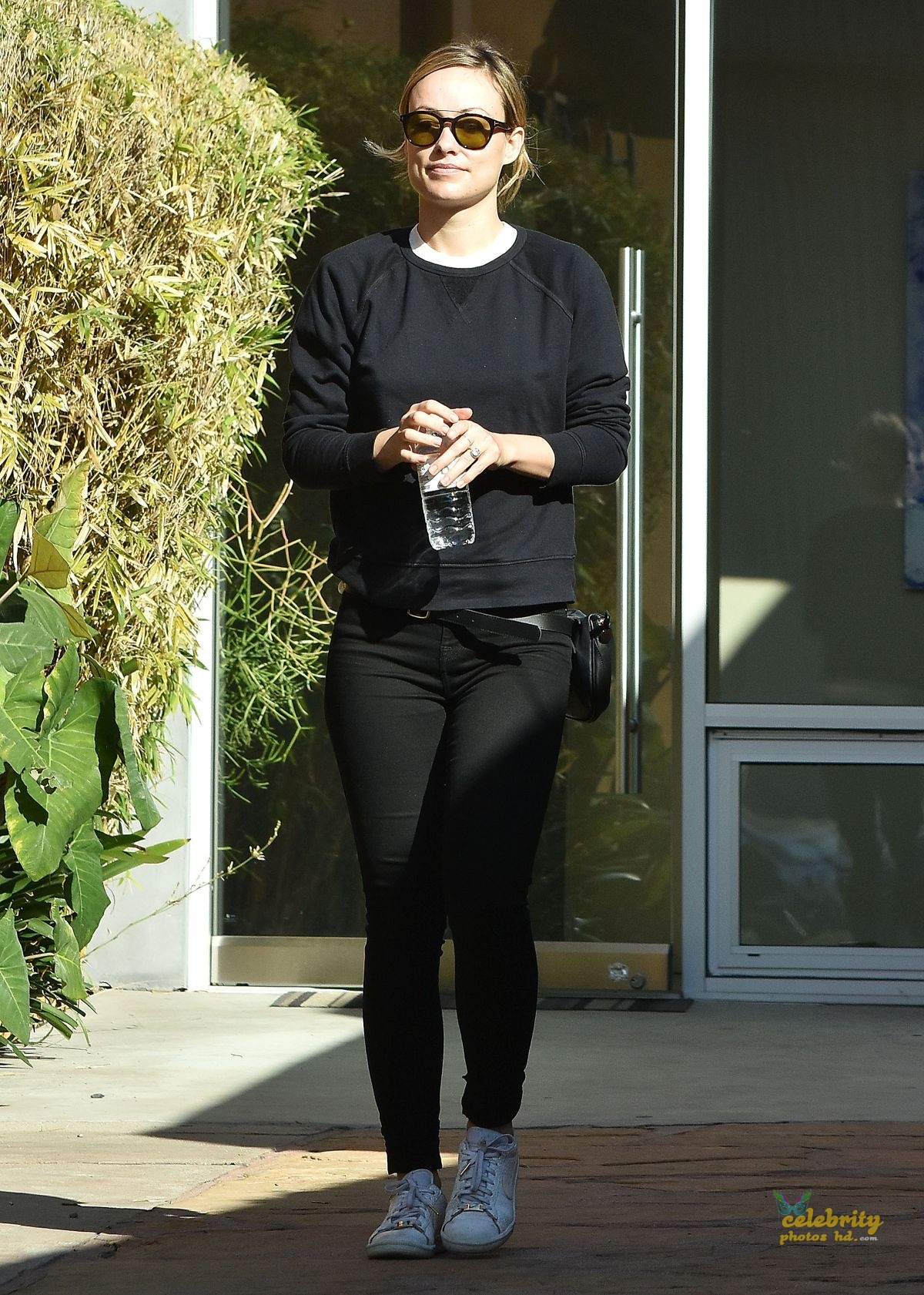 OLIVIA WILDE Out and About in Los Angeles (5)