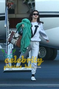 SELENA GOMEZ Arrives at a Private Jet in Los Angeles (3)