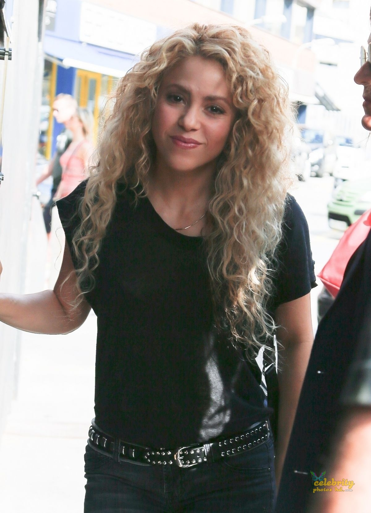 SHAKIRA Out and About in Barcelon (1)