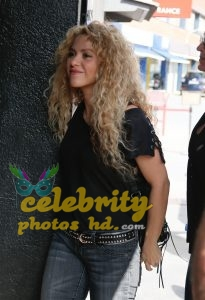SHAKIRA Out and About in Barcelon (3)
