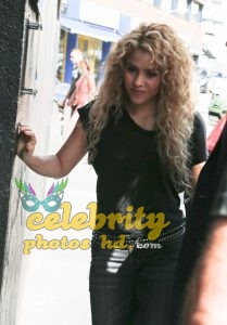 SHAKIRA Out and About in Barcelon (4)
