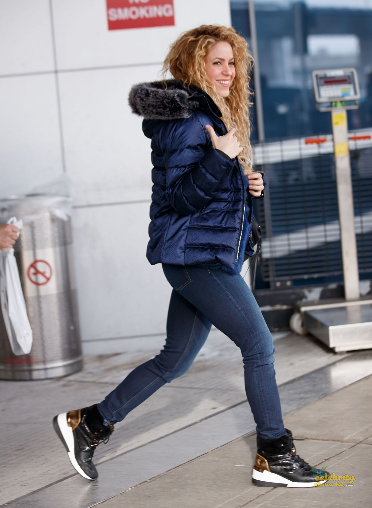SHAKIRA at JFK Airport in New York (4)
