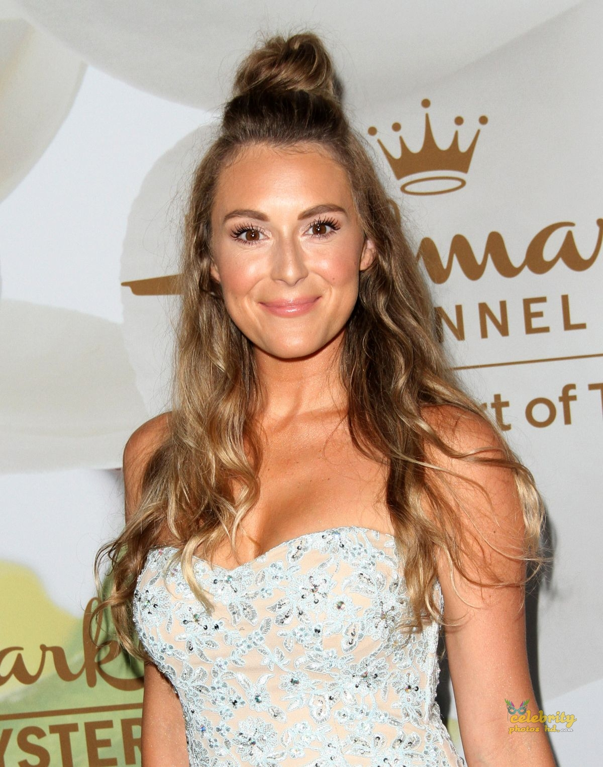 The Hot Beauty of Hollywood Actress Alexa Vega Off Screen Photo's (2)