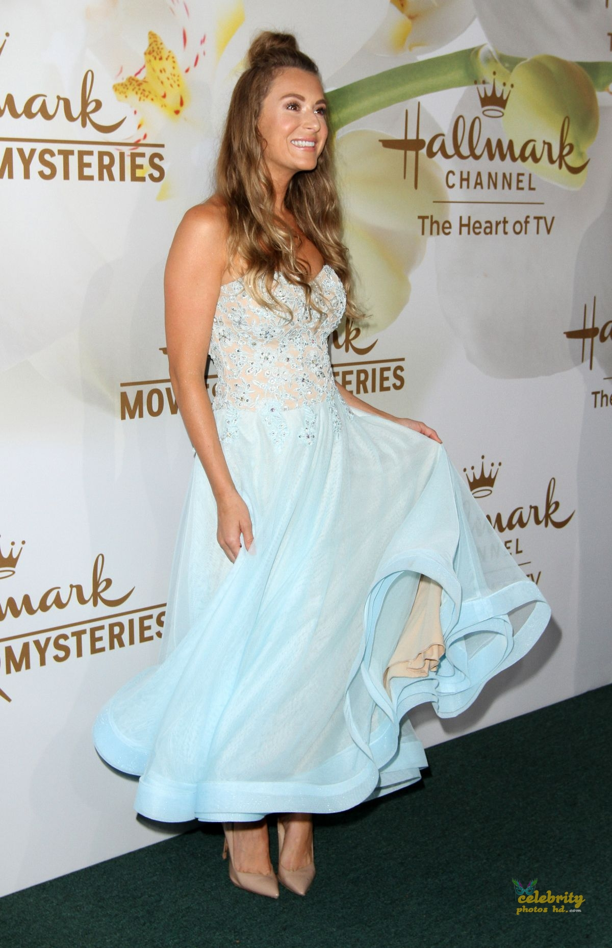 The Hot Beauty of Hollywood Actress Alexa Vega Off Screen Photo's (4)