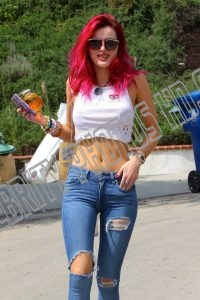 Bella Thorne Braless Candid (1)
