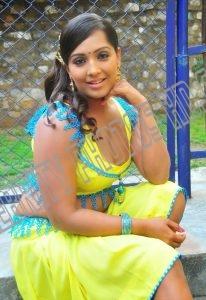 Meghna Naidu without saree (2)