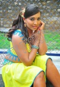 Meghna Naidu without saree (4)