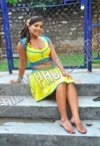 Meghna Naidu without saree (5)