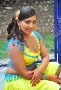 Meghna Naidu without saree (6)