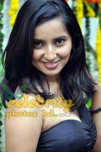 Hot actress Rishika singh (1)