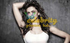 Bollywood Super Hot Actress Deepika Padukone (1)