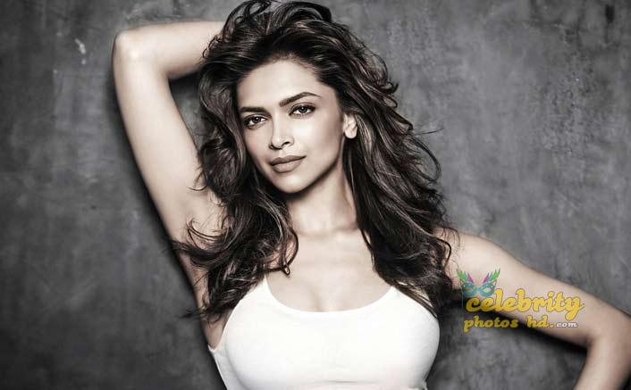 Bollywood Super Hot Actress Deepika Padukone (1)