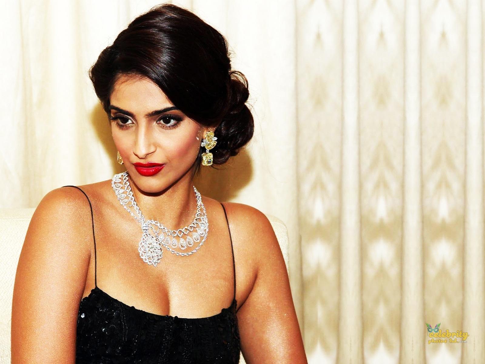 Bollywood Unseen Actress Sonam Kapoor (1)