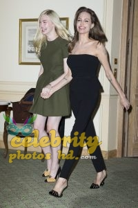Hollywood Actress Angelina Jolie& Elle Fanning (3)