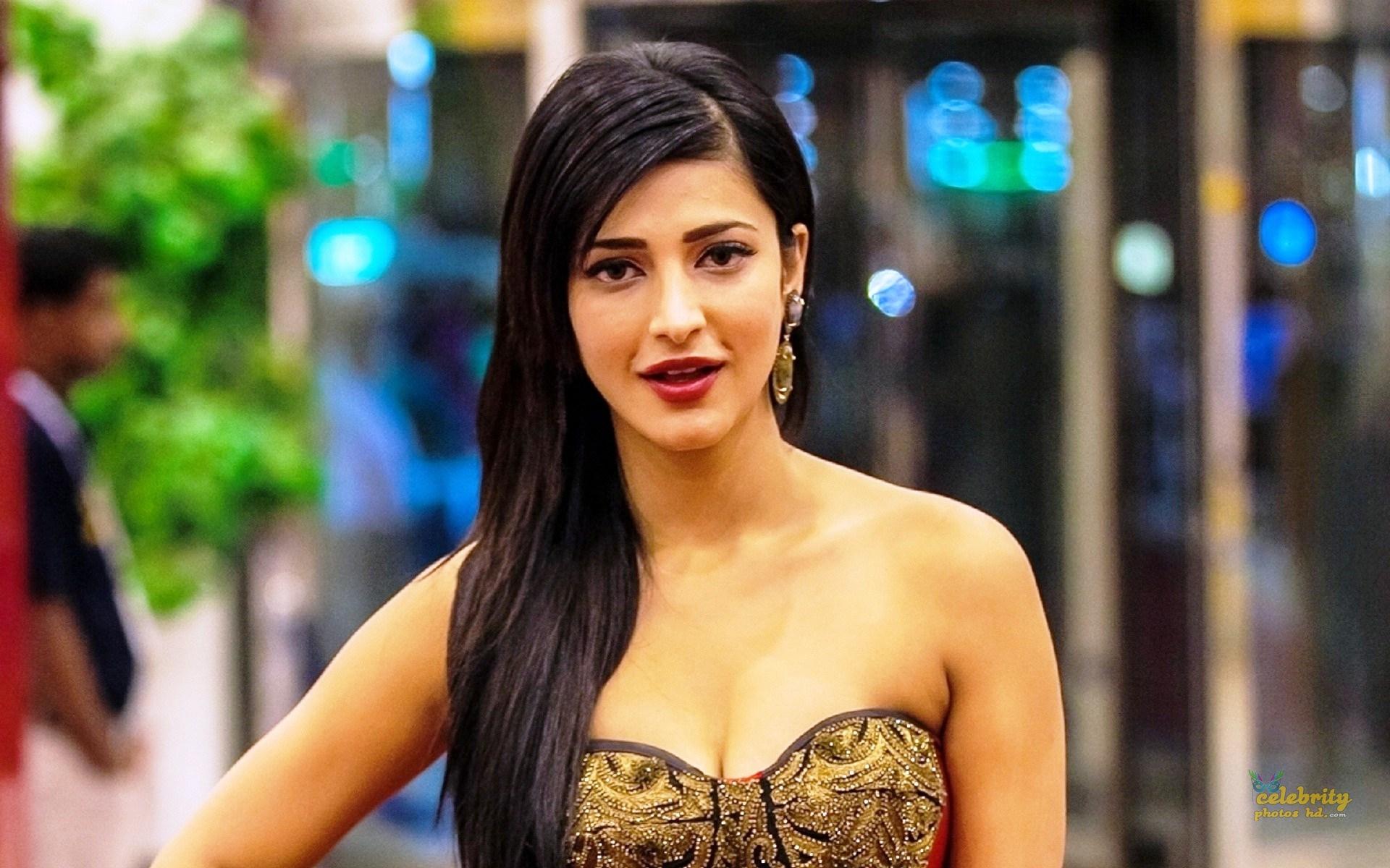 Indian Spicy Actress Shruti Haasan New Photo (2)
