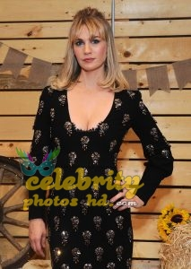 January Jones Out in Malibu Unseen Photo's (1)