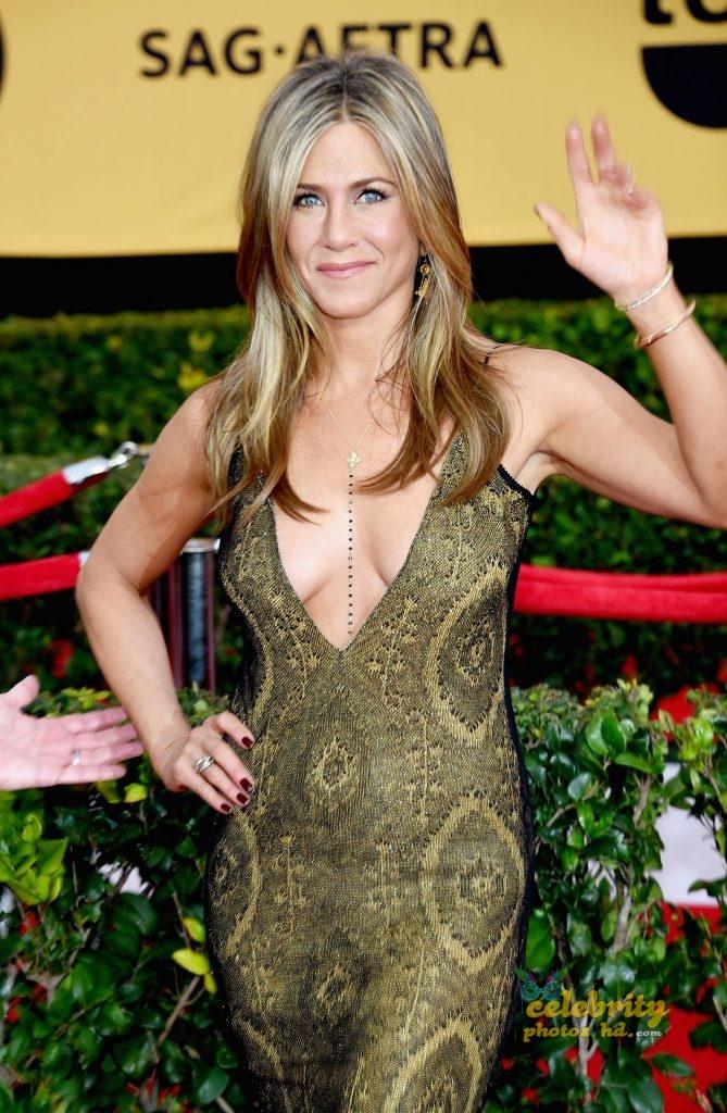 Jennifer Aniston at 21st Annual Screen Actors Guild Awards in LA (6)