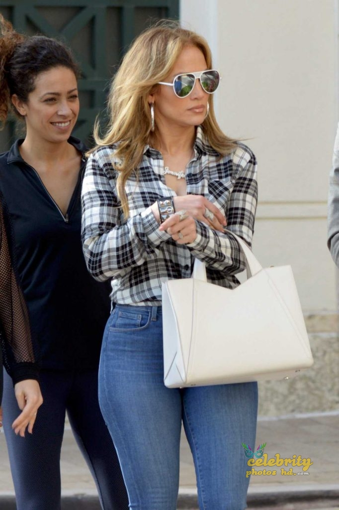 Jennifer Lopez Booty in Jeans Out in Miami (1)