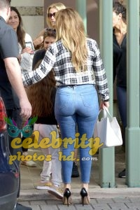 Jennifer Lopez Booty in Jeans Out in Miami (4)