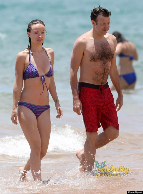 Olivia Wilde Bikini Pictures Kissing Jason Sudeikis Hawaii (3)