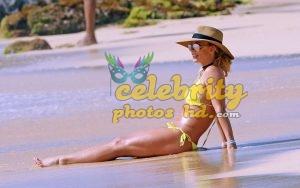 BRITNEY SPEARS in New Bikini at a Beach in Hawaii (3)