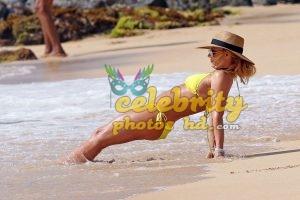BRITNEY SPEARS in New Bikini at a Beach in Hawaii (4)