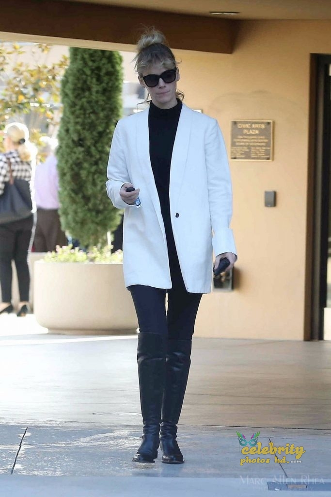 JANUARY JONES Out and About in Los Angeles (3)