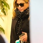 Spicy Hot Actress JENNIFER ANISTON Out Shopping in Los Angeles 19/12/2017
