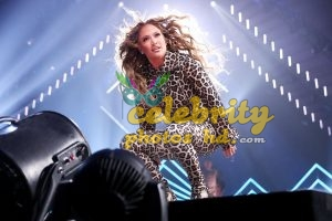 JENNIFER LOPEZ Performs at Direct TV Now Super Saturday Night in Minneapolis (7)