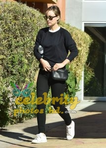 OLIVIA WILDE Out and About in Los Angeles (4)